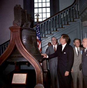 "ST-C209-1-62                                      4 July 1962 Address at Independence Hall, Philadelphia, 11:42AM Please credit ""Cecil Stoughton. White House Photographs. John F. Kennedy Presidential Library and Museum, Boston"""