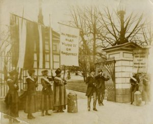 Suffragists outside the White House, 1917