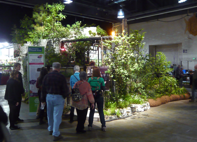 exhibit-entrance