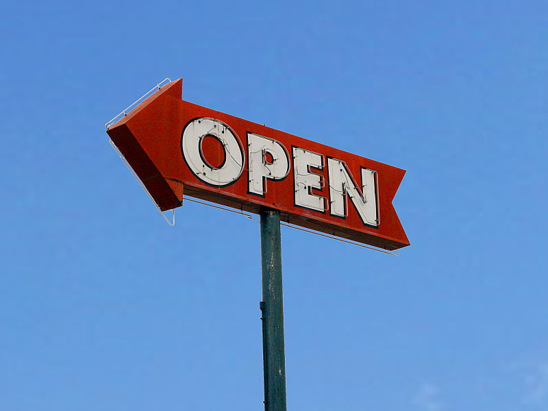 picture of open arrow sign