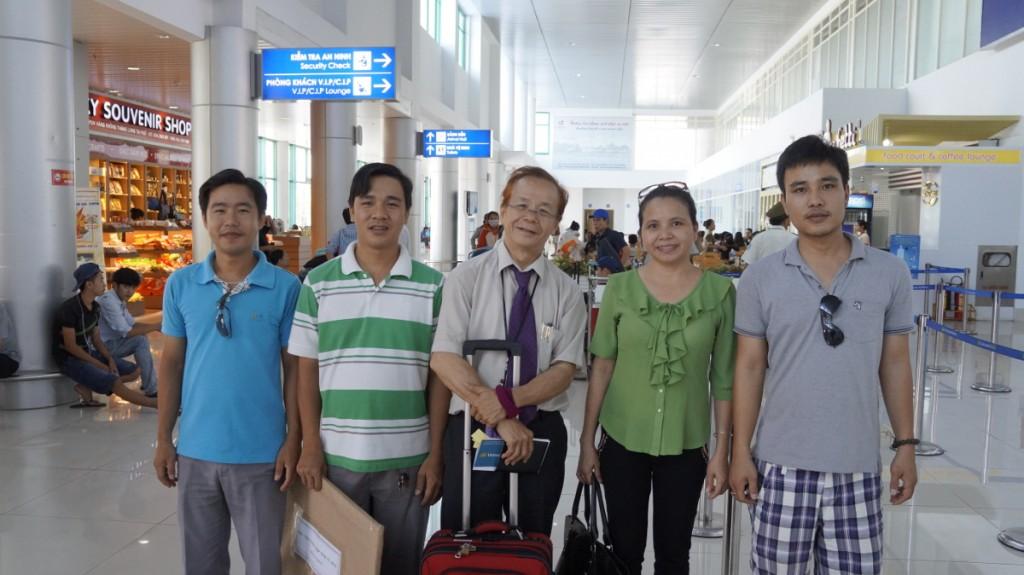 From left, Quang, Thành, me, Chị Thu, Tuấn.