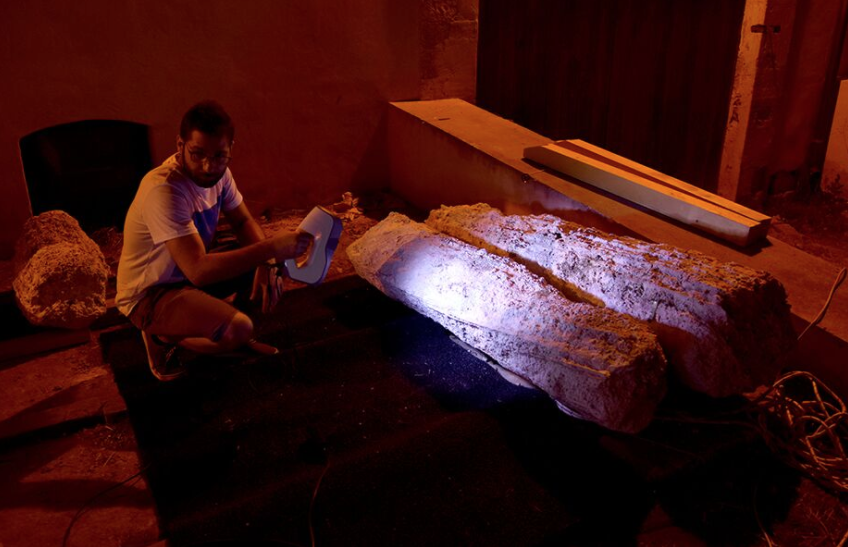 "Structure light scanning architectural fragments from the Marzamemi II ""Church Wreck,"" Image © Leopoldo Repola"